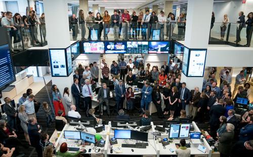 Сотрудники The Washington Post в редакции газеты после объявлениялауреатов Пулицеровской премии. 16 апреля 2018 года