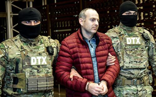 <p>Блогер Александр Лапшин (в центре)</p>  <p></p>