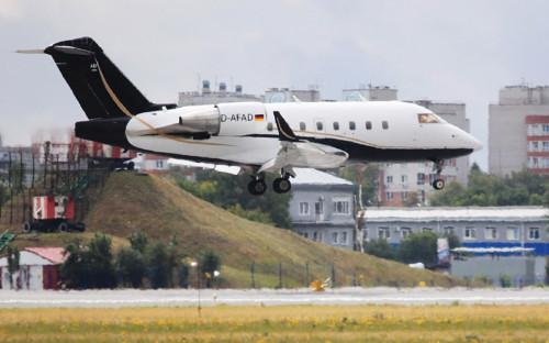 Самолет из Германии, готовый отвезти Навального для лечения в клинике «Шарите» в Берлине, с медицинским оборудованием на борту совершает посадку в омском аэропорту