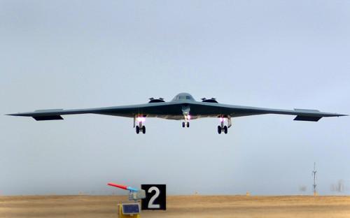 <p><strong>Бомбардировщики В-2А Spirit</strong></p>  <p>Тяжелый малозаметный стратегический бомбардировщик В-2А Spirit&nbsp;&mdash;&nbsp;самый дорогостоящий самолет в&nbsp;парке ВВС&nbsp;США. Его стоимость составляет в&nbsp;ценах 1998 года $1,16 млрд. По данным экспертов, самолет невидим для&nbsp;устаревших радаров, но&nbsp;современные зенитные ракетные системы способны его обнаружить.</p>