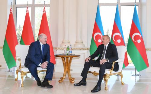Александр Лукашенко (слева) и Ильхам Алиев