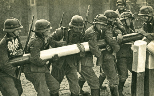 <p>Демонтаж пограничного барьера между Польшей и Германией. Сентябрь 1939 года</p>