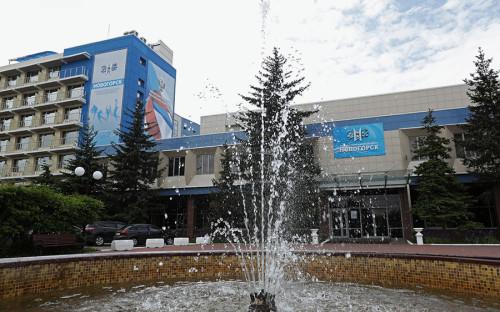 Сборная России готовится к домашнему чемпионату мира в учебно-тренировочном центре «Новогорск», также известном как «Олимпийская база сборной России». База в районе Химок была построена в начале 1970-х и использовалась как место проведения сборов команд по 32видам спорта.