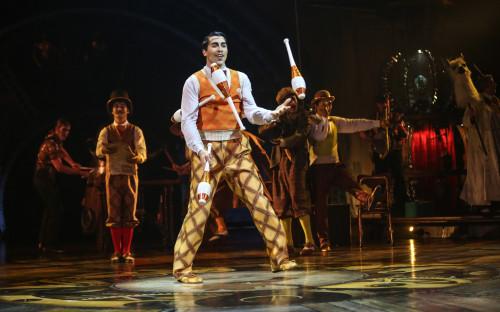 Выступление артистов Cirque du Soleil в Лос-Анджелесе