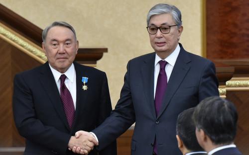<p>Касым-Жомарт Токаев (справа) и Нурсултан Назарбаев</p>