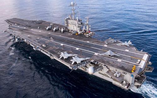 """<p>Атомоход с неограниченной дальностью плавания Harry S. Truman назван в честь 33-го президента США. Этот авианосец серии &laquo;Нимиц&raquo; спущен на воду в 1996 году и спустя два года введен в эксплуатацию. Флагманский корабль миссии базируется в порту Норфолк, штат Вирджиния. В его&nbsp;авиационной группе&nbsp;&mdash; 90 самолетов и вертолетов. По <a href=""""https://www.stripes.com/news/truman-strike-group-departs-for-middle-east-europe-deployment-this-week-1.521207"""">данным</a> издания Star and Stripes, это первая боевая миссия Harry S. Truman после десятимесячного ремонта.</p>"""