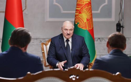 <p>Александр Лукашенко во время интервью российским журналистам во Дворце независимости в Минске</p>