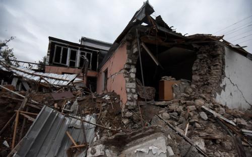 Дом в Степанакерте, разрушенный в результате обстрелов