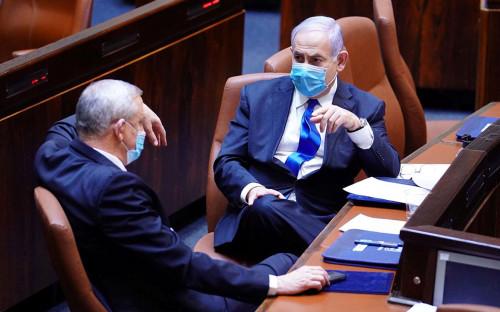 Биньямин Нетаньяху и Бени Ганц (слева)
