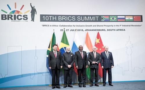 Си Цзиньпин, Нарендра Моди, Сирил Рамафоса, Мишел Темер и Владимир Путин (слева направо)