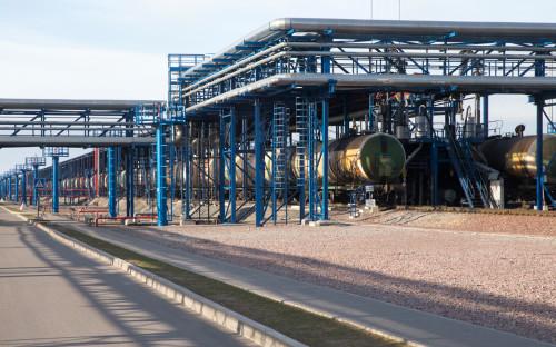 На территории терминала перевалки нефтепродуктов в морском торговом порту Усть-Луга