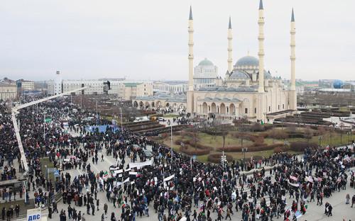 <p>По оценкам МВД, митинг в Грозном собрал около 1 млн участников</p>
