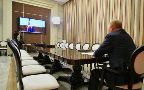 <p>Владимир Путин на встрече с Игорем Додоном (в режиме видеоконференции)</p>
