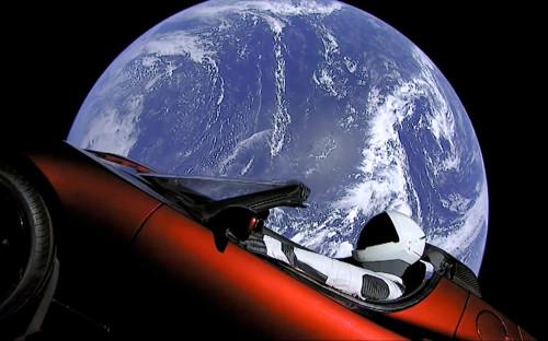 <p>Автомобиль Tesla Roadster, который был запущен на гелиоцентрическую орбиту сверхтяжелой ракетой Falcon Heavy</p>