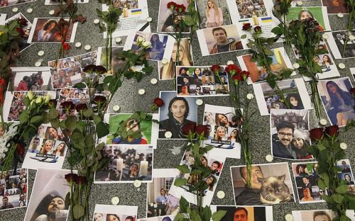 Фотографии погибших пассажиров Boeing «Международных авиалиний Украины»