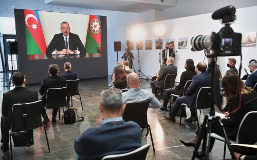 Журналисты во время пресс-конференцииИльхама Алиева в Баку