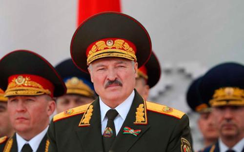 Александр Лукашенко на военном параде, 9 мая 2020 года