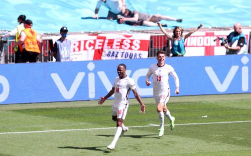 Фото: Сборная Англии отмечает гол в ворота хорватов на Евро-2020  (Photo by Catherine Ivill/Getty Images)