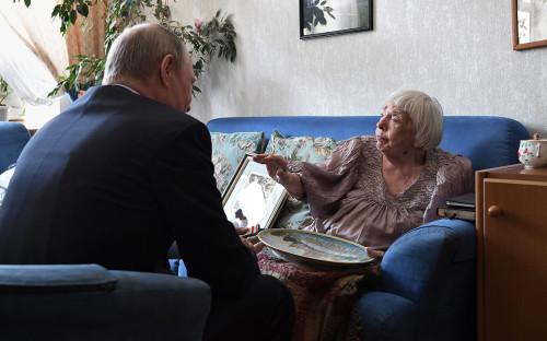 <p>Владимир Путин и Людмила Алексеева. 20 июля 2017 года</p>  <p></p>