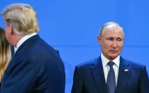 Дональд ТрампиВладимир Путин (справа)