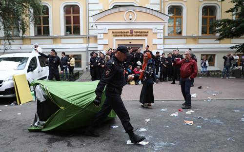 У мэрии началась акция против недопуска оппозиции к выборам в Мосгордуму