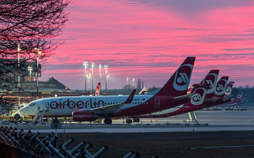 """<p><span style=""""font-size:16px;""""><strong>AirBerlin</strong></span></p>  <p>AirBerlin начала полеты из Домодедово в 2007 году, получив маршрутную сеть лоукостеров dba и Germania Express, которых поглотила незадолго до этого. Авиакомпания предлагала бюджетные перелеты в немецкие города по цене начиная от &euro;99. Из-за спада перевозок&nbsp;рейсы в Дюссельдорф из Москвы и в Берлин из Калининграда исчезнут из расписания уже 9 ноября, а с 18 января AirBerlin закрывает свой последний маршрут из России между Москвой и Берлином</p>"""