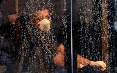 Власти США допустили борьбу с коронавирусом по программе холодной войны