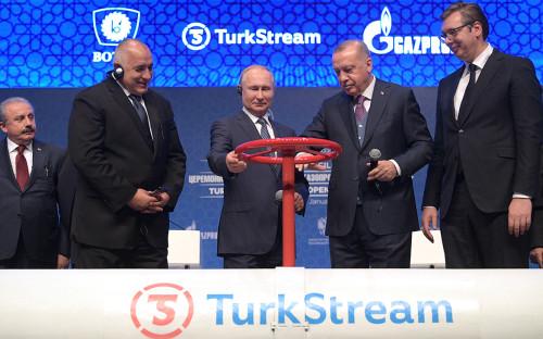Реджеп Тайип Эрдоган и Владимир Путин (в центре) во время открытия газопровода «Турецкий поток»