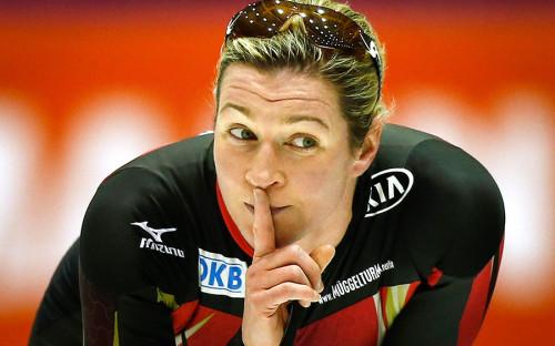 """<p><span style=""""font-size:18px;""""><strong>Конькобежка Клаудиа Пехштайн, Германия</strong></span></p>  <p><strong>Что случилось: </strong> в&nbsp;2009 году пятикратную олимпийскую чемпионку сначала отстранили от&nbsp;соревнований, а&nbsp;затем дисквалифицировали до&nbsp;9 февраля 2011 года на&nbsp;основании &laquo;аномальных изменений показателей крови&raquo;. В 2010 году медики, проводившие полное медицинское обследование, объявили, что&nbsp;причиной изменений является наследственная болезнь крови, а&nbsp;не&nbsp;прием запрещенных веществ. С тех пор Пехштайн пыталась оспорить решение о&nbsp;своей дисквалификации и&nbsp;отсудить компенсацию. В 2016 году Верховный суд в&nbsp;Германии отказал Пехштайн в&nbsp;удовлетворении иска к&nbsp;Международному союзу конькобежцев.</p>  <p><strong>Срок дисквалификации: </strong> два года</p>  <p><strong>Возвращение: </strong>во&nbsp;время дисквалификации спортсменка работала в&nbsp;полиции, а&nbsp;на&nbsp;первом&nbsp;же&nbsp;после&nbsp;возвращения в&nbsp;спорт чемпионате мира на&nbsp;отдельных дистанциях в&nbsp;Германии выиграла две бронзовые медали. С тех пор она завоевала еще четыре бронзы и&nbsp;одно серебро чемпионатов мира на&nbsp;отдельных дистанциях, серебро чемпионата Европы в&nbsp;классическом многоборье и&nbsp;приняла участие в&nbsp;Олимпиаде в&nbsp;Сочи.</p>"""