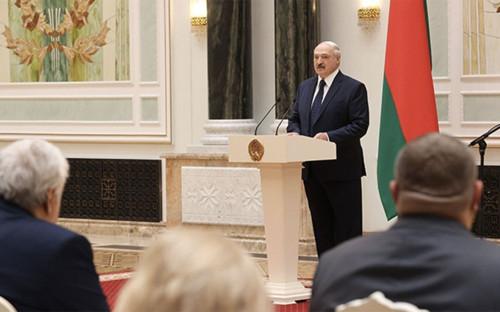 Александр Лукашенко во время встречи с работниками системы здравоохранения