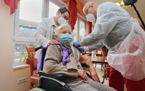 101-летняя жительница дома престарелых Эдит Квойцалла.Хальберштадт, Германия