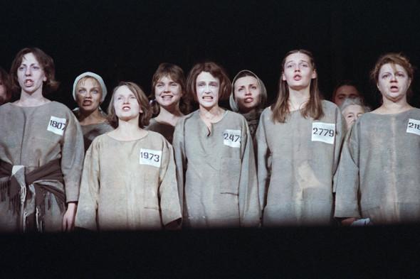 Сцена из спектакля «Крутой маршрут»