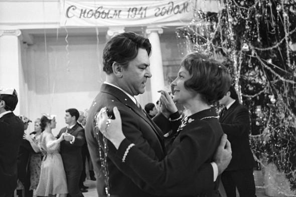 Сергей Бондарчук и Ирина Скобцева на съемках фильма «Выбор цели» режиссера Игоря Таланкина, 19 декабря 1974 года