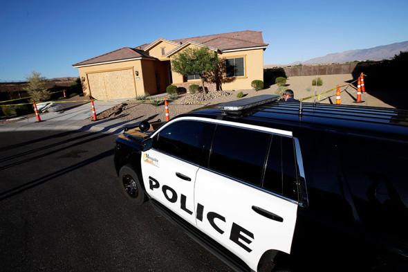 Полиция около дома, где жил Стивен Пэддок