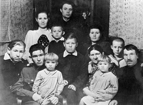 Семья Леоновых, 1950 год. Крайний слева — будущий летчик-космонавт Алексей Леонов