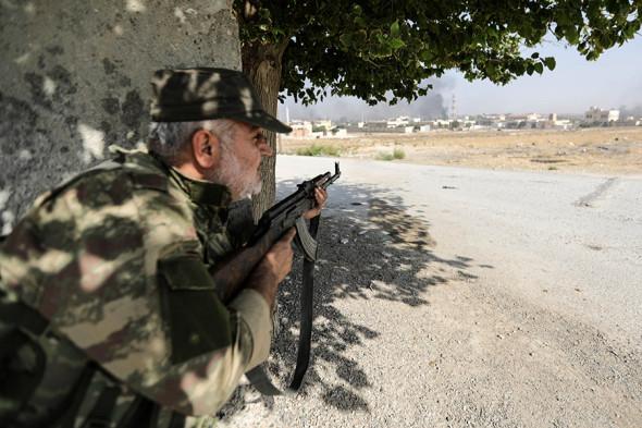 Боец поддерживаемой Турцией сирийской оппозиции