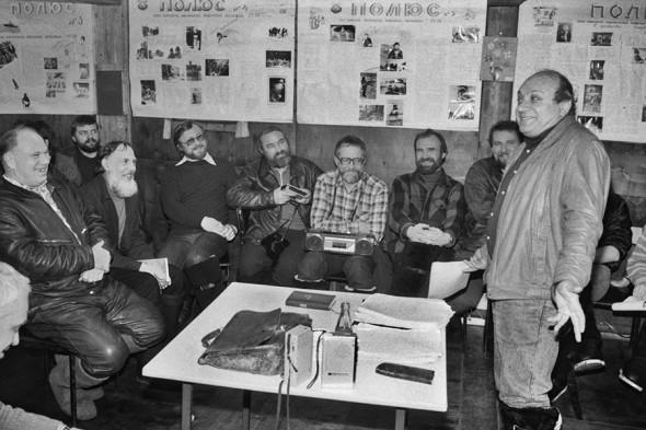 Жванецкий выступает перед полярниками научно-исследовательской дрейфующей станции «Северный полюс   — 28, 30 декабря 1987 года