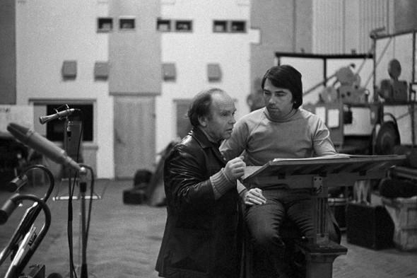 Владимир Шаинский (слева) записывает новую песню в студии звукозаписи. Москва. 1977 год