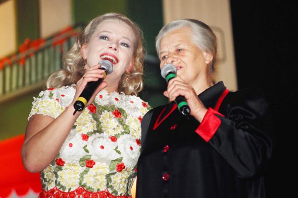 Людмила Сенчина с мамой Сарой Алексеевной (слева направо)