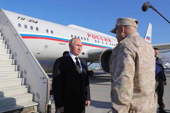Tổng thống Putin bất ngờ thăm căn cứ Nga ở Syria