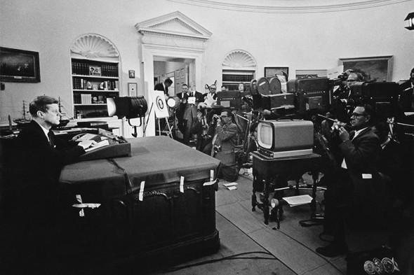 35-й президент США Джон Кеннеди объявляет о блокаде Кубы и начале Карибского кризиса