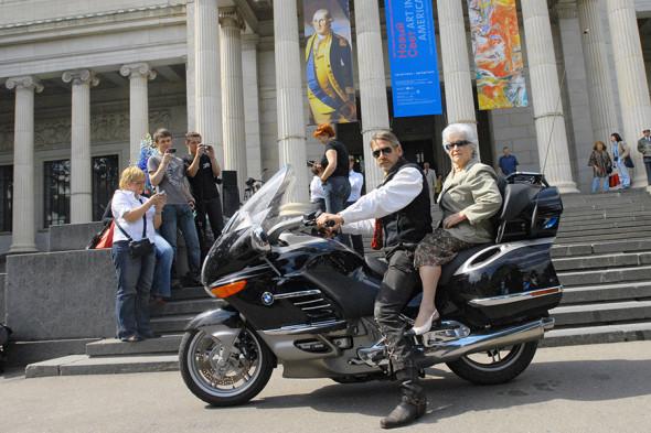 Директор Пушкинского музея Ирина Антонова и актер Джереми Айронс перед открытием выставки «Новый свет. Три столетия американского искусства», 2007 год