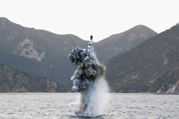 Ракета подводного пуска «Пуккыксон-2» во время испытаний. Радиус действия — около 2 тыс. км