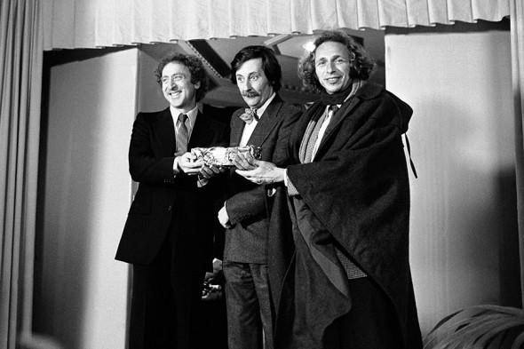 Американский актер Джин Уайлдер, Жан Рошфор и Пьер Ришар на церемонии вручения премии «Сезар» в феврале 1978 года