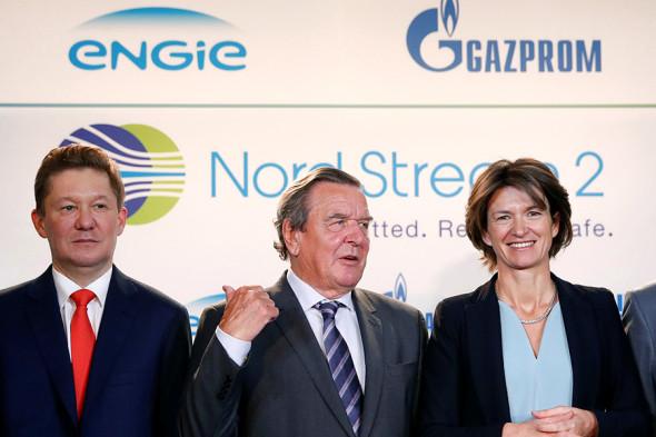 Слева направо: глава «Газпрома» Алексей Миллер, экс-канцлер Германии Герхард Шредер и главный исполнительный директор Engie Изабель Кошер. 24 апреля 2017 года