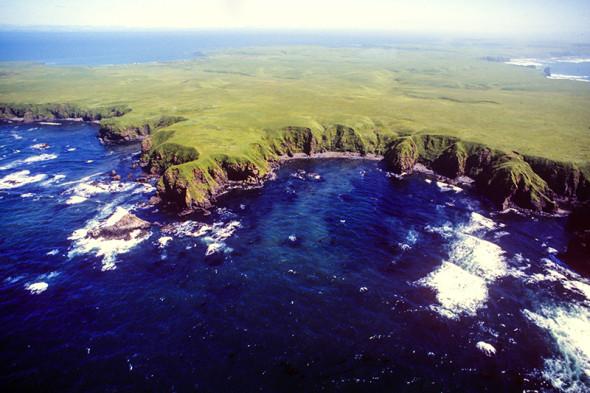 Остров Юрий из группы островов Хабомаи Малой Курильской гряды