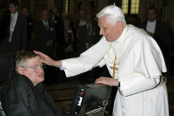 Стивен Хокинг и папа римский Бенедикт XVI