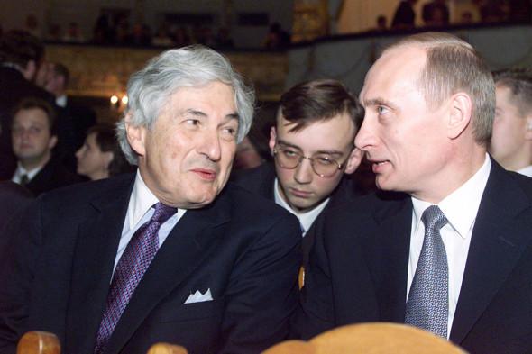 Владимир Путин и президент Всемирного банка Джеймс Вулфенсон (слева) в Мариинском театре, 7 октября 2000 года