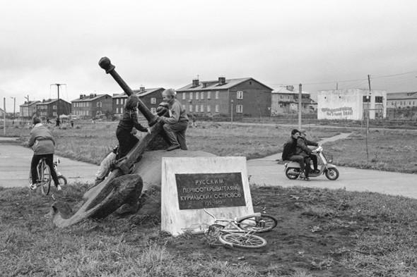 Памятник мореходам — первооткрывателям Курильских островов на острове Кунашир