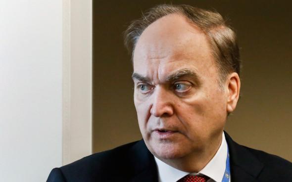 Положение российских дипломатов на подконтрольной Коллективному гитлеру